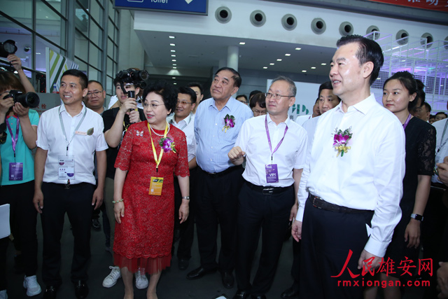 """雄安新区服装品牌首次亮相""""时尚深圳展"""""""