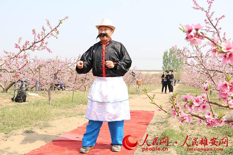 雄(xiong)安雄(xiong)�h千��(mu)桃花盛�_(kai) 36��村可�p花拍照